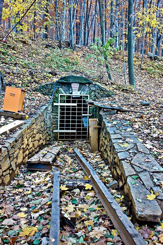"""Mundloch des """"Treue Freundschaft Stolln"""" in Schwarzenberg/Erzgebirge."""