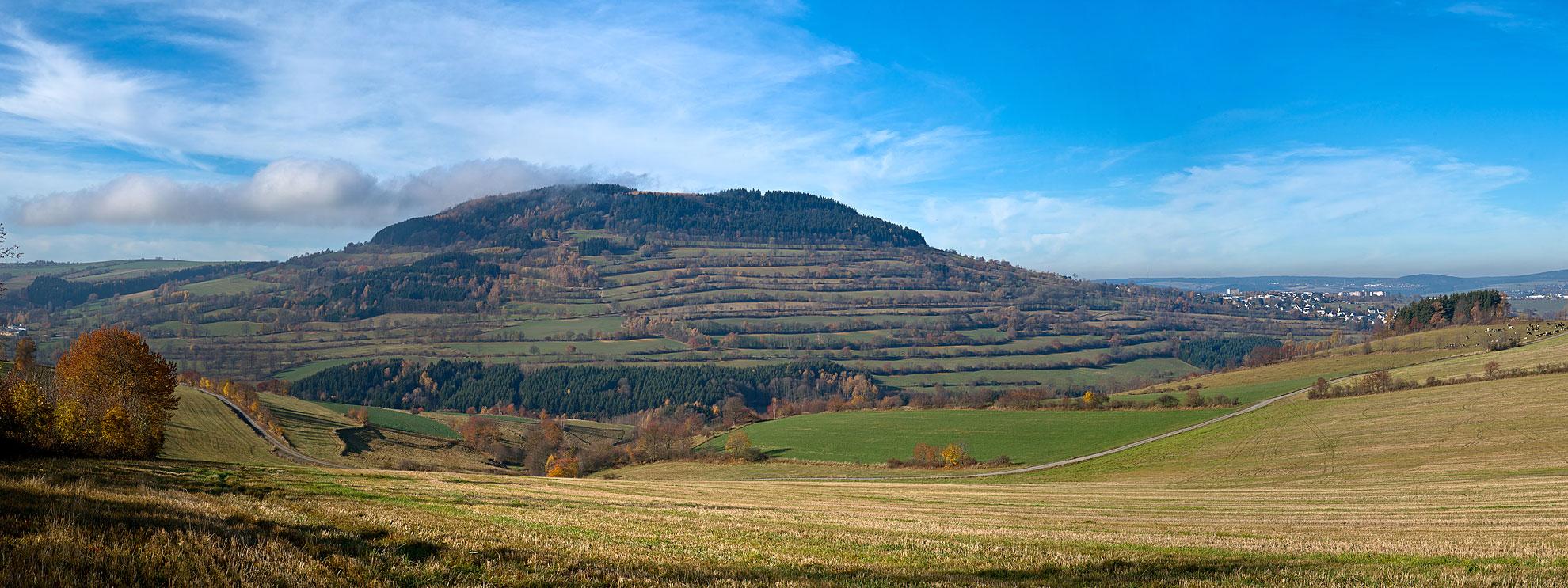 Herbstlandschaft am Pöhlberg, von Mildenauer Flur aus gesehen.